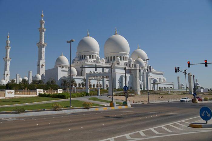Абу даби или дубай столица оаэ квартира в дубае продам