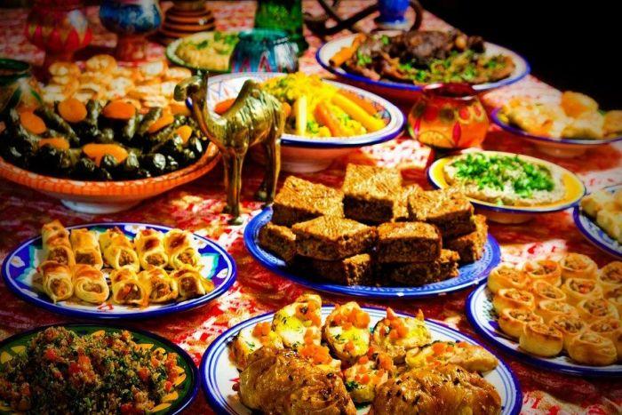 Традиционные блюда и сервировка Дубая