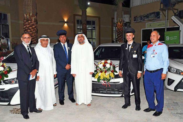 Дубайские водители такси получают в подарок автомобили за хорошую работу