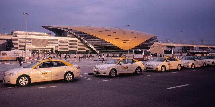 Дубайские водители такси получают в подарок автомобили