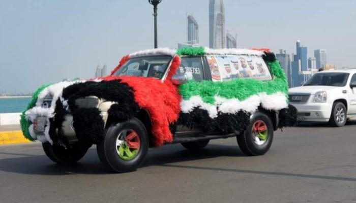 декорация автомобилей на праздник Национального дня ОАЭ