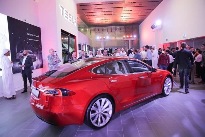 Выставка электрокаров Tesla пройдет в Mall of the Emirates