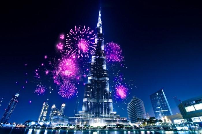 Праздничные салюты и фейерверки в Национальный день ОАЭ в Дубае