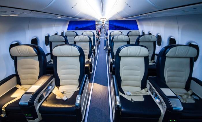 новый интерьер салона в самолете Boeing 737 FlyDubai