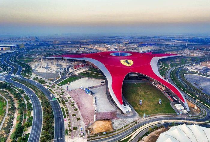 Лучший тематический парк столицы Ferrari World Abu Dhabi 2019